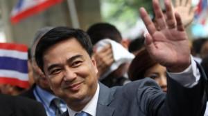 Abhisit wegen Gewalt in Bangkok angeklagt
