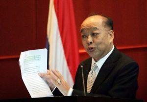 Ex-Aussenminister Surapong droht Amtsenthebung