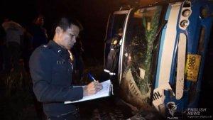 Trat: 3 Tote und 20 Verletzte bei Busunfall
