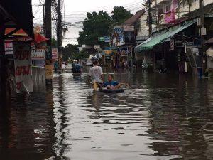 Chiang Mai: erstes Hochwasser seit Jahren, mehrere Strassen überflutet