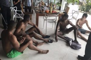Koh Samui: 4 Briten wegen Diebstahl, Bestechung und Kreditkartenbetrug verhaftet  Koh Samui: 4 Briten wegen Diebstahl, Bestechung und Kreditkartenbetrug verhaftet