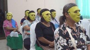 Khampaeng Phet: Frauen erhalten Masken vor Intim-Untersuchung