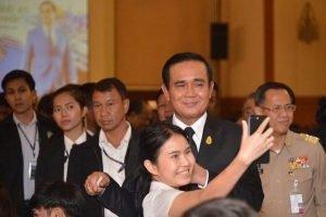 Prayuth in Khon Kaen - bitte hasst nicht das Militär  Prayuth in Khon Kaen - bitte hasst nicht das Militär