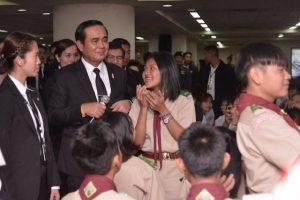 Prayuth in Khon Kaen - bitte hasst nicht das Militär  Prayuth in Khon Kaen - bitte hasst nicht das Militär  Prayuth in Khon Kaen - bitte hasst nicht das Militär