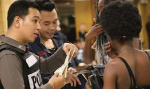 Bangkok: Grossrazzia gegen ausländische Kriminelle im Nana-Viertel  Bangkok: Grossrazzia gegen ausländische Kriminelle im Nana-Viertel  Bangkok: Grossrazzia gegen ausländische Kriminelle im Nana-Viertel