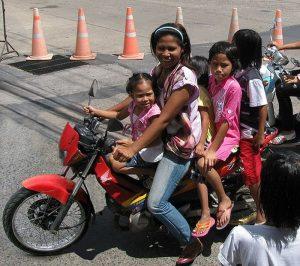 Phanom Sarakhmam: 11-jährige schützt bei Unfall ihre Schwester mit ihrem Körper