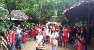 Chiang Mai - Ungewöhnliche Heirat - japanische Geschäftsfrau heirat Karen