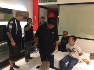 Pattaya: Ausländer hilft Drogenpolizei bei einem Drogendeal
