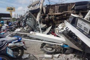 Saraburi: LKW demoliert bei Unfall 37 Fahrzeuge