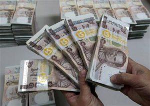 A bank employee counts Thai baht notes at Kasikornbank in Bangkok October 12, 2010. REUTERS/Sukree Sukplang/Files