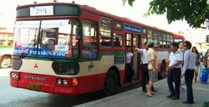 gratis-bus-bahn-fahrten-fuer-niedrigverdiener-bangkok-thailand-main_image