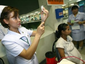 epa01985572 Thai nurse prepares free vaccinations against the A(H1N1) or swine flu for a pregnant woman at a hospital, Nonthaburi province, on the outskirts of Bangkok, Thailand, 11 January 2010. Thailand began providing free H1N1 vaccines to more than 55,000 people deemed especially vulnerable to the virus that has already claimed 191 victims in the kingdom. The ministry will provide 55,360 vaccines to vulnerable people nationwide by the end of February, Thai Public Health Minister said.  EPA/NARONG SANGNAK