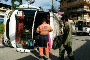 5-Touristen-bei-Unfall-mit-Minibus-verletzt_01